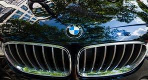 Elementskyddsgaller av kompakt lyxig övergång SUV BMW X4 Arkivbild