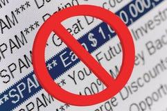 Elenco del dispositivo di piegatura dello Spam e macro rossa del segno di proibizione Immagini Stock Libere da Diritti