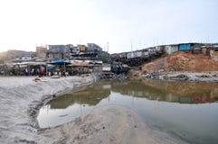 Elendsviertel auf dem Strand - Accra, Ghana Lizenzfreies Stockbild