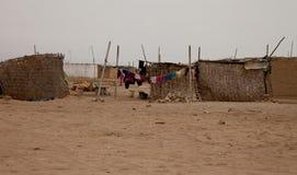 Elendsviertel in der Wüste Stockfoto