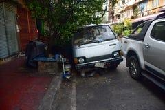 Elendsviertel und Armut in den Stra?en von Bangkok lizenzfreie stockfotos