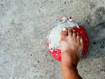 Elendsvierteljunge wirklicher Straßenfußball Stockfotografie