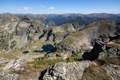 Elenski sjöar och Orlovets når en höjdpunkt, det Rila berget Royaltyfria Foton
