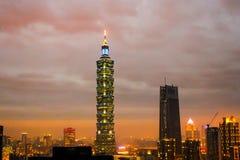 elep世界台北101日落视图的高楼  免版税库存图片