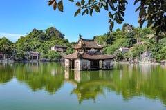 Eles pagode em Hanoi, Vietname foto de stock royalty free