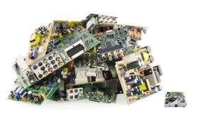 Eletrônica quebrada em uma descarga de lixo fotos de stock