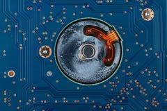Eletrônica da geometria, close up da placa de circuito azul foto de stock royalty free
