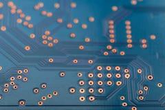 Eletrônica da geometria, close up da placa de circuito azul imagem de stock