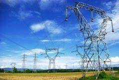 eletric pylones полей стоковые фотографии rf