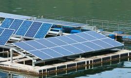 Eletricidade do produto dos painéis solares. Fotos de Stock Royalty Free