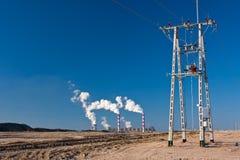 Eletricidade, linha elétrica e central elétrica Fotos de Stock Royalty Free