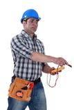 Eletricista com um voltímetro fotos de stock royalty free