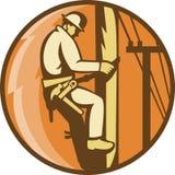 Eletricista do lineman da potência que escala o borne de serviço público ilustração royalty free
