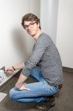 Eletricista no trabalho Fotos de Stock Royalty Free