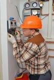 Eletricista no trabalho Imagens de Stock