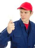 Eletricista novo no uniforme com bulbo. Imagens de Stock Royalty Free