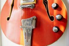 Eletro e guitarras-baixo excelentes velhos fotos de stock