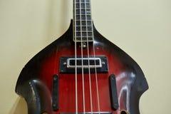Eletro e guitarras-baixo excelentes velhos imagem de stock royalty free