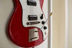 Eletro e guitarras-baixo excelentes velhos foto de stock royalty free