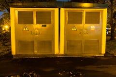 Eletro protetores Eletricidade de alta tensão 3D Noite elétrica da caixa de distribuição fotografia de stock