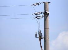 Elettric pole. Palo con isolante per cavi elettrici royalty free stock photos