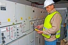 Elettricista nell'potenza di commutazione Immagine Stock Libera da Diritti