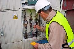 Elettricista nell'potenza di commutazione Fotografie Stock Libere da Diritti