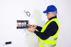 Elettricista sul lavoro Immagini Stock