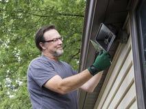 Elettricista Talkng Glass Cover fuori da luce esterna Fotografia Stock
