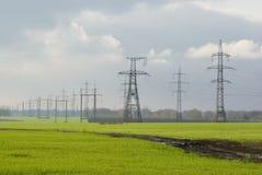 Elettricità e campi dei inverno-raccolti Immagini Stock Libere da Diritti