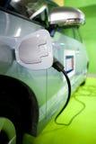 Elettro rifornimento di carburante dell'automobile Fotografia Stock Libera da Diritti