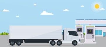 Elettro stazione di servizio con il camion sulla città di eco del fondo Immagini Stock Libere da Diritti