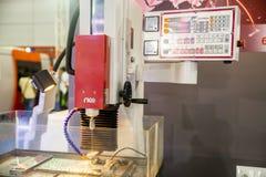Elettronica di perforazione e di fresatura fotografia stock libera da diritti