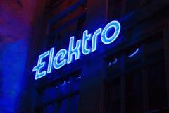 Elettrotipia blu dell'insegna al neon Fotografia Stock