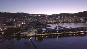 Elevação aérea, crepúsculo 4k de Wellington City New Zealand At vídeos de arquivo
