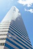 Elevação alta nos céus Fotografia de Stock Royalty Free