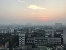 Elevação de Sun e a névoa Imagem de Stock Royalty Free