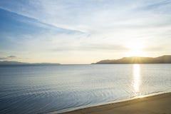 Elevação de Sun no mar Imagens de Stock Royalty Free