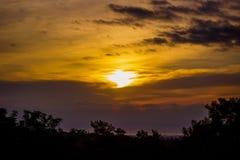 Elevação de Sun sobre o mar de Mediterrean fotografia de stock