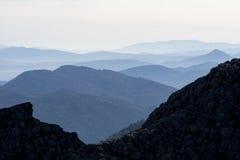 Elevação e linha montanhas na região mediterrânea fotografia de stock royalty free