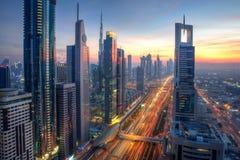 Elevação no céu, Dubai imagem de stock royalty free