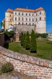 Eleva??o do castelo de Mikulov acima da cidade imagens de stock royalty free