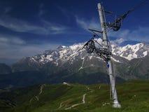Elevación de esquí con el blanc del mont Foto de archivo