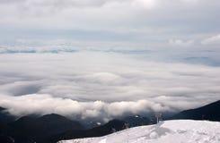 Elevación de esquí con las nubes Fotos de archivo libres de regalías