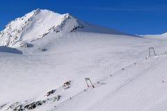 Elevación de esquí en la estación de esquí de Stubai Foto de archivo