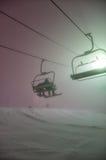 Elevación de esquí en la niebla Fotos de archivo