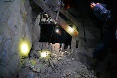 Elevación de madera básica con la cuerda en la mina de Cerro Rico Imágenes de archivo libres de regalías
