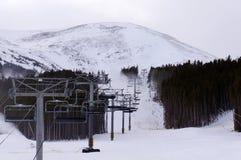 Elevación de silla de la estación de esquí Imagenes de archivo