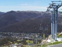 Elevación de silla en las montañas australianas Nevado imagen de archivo