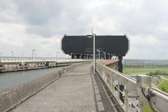 Elevación del barco de Strépy-Thieu en el canal du Centre, Valonia, Bélgica Fotografía de archivo